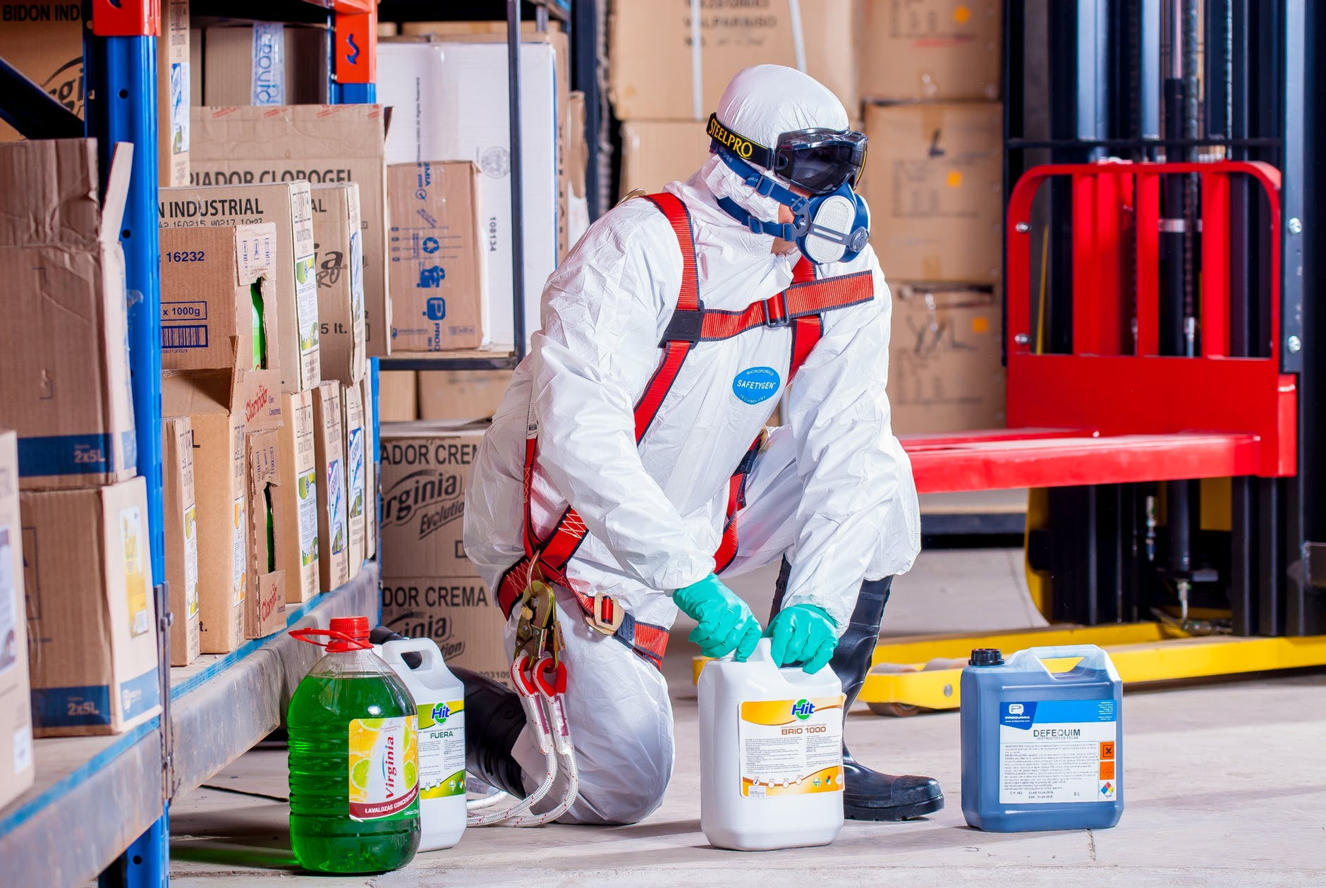 A Quick Guide on How to Ensure Workplace Safety safety chemicals workplace