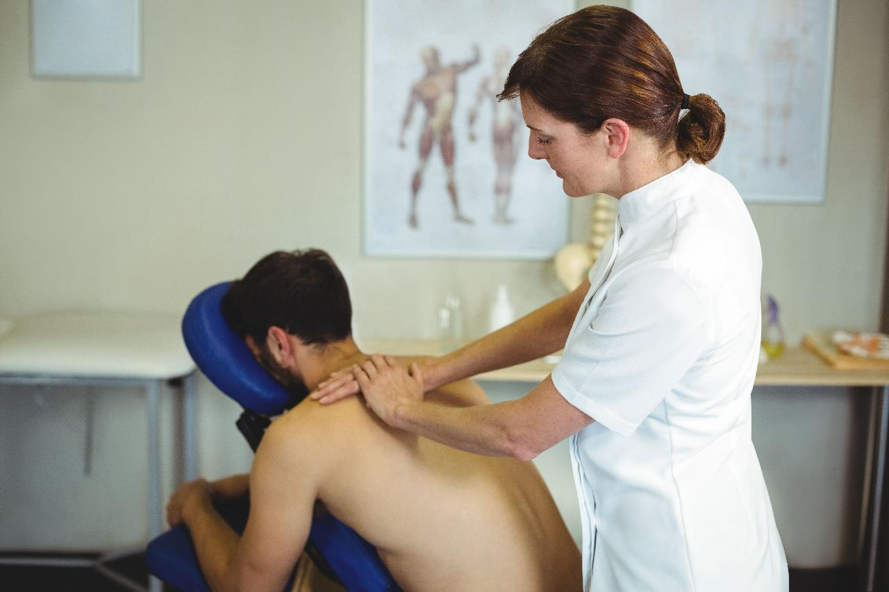 7 Factors to Consider When Selecting a Chiropractor | There are roughly 70,000 chiropractors in the United States today
