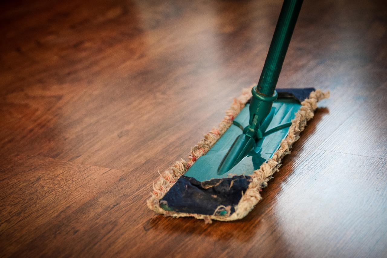 4 Big Ways a Commercial Cleaning Service Will Benefit Your Company